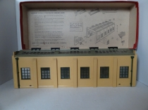 Hornby Dublo 5005 Engine Shed (2 Road) - For 2/3 Rail - Boxed